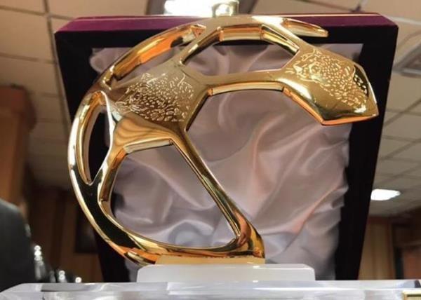 اهدای جایزه بازی جوانمردانه در دیدارهای نیمه نهایی جام حذفی