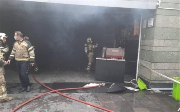آتش سوزی ورودی ایستگاه قیطریه اختلالی در سرویس دهی مترو نداشت